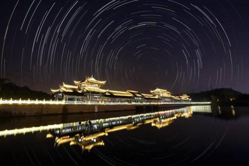 从对旅游概念陌生到环游世界 旅游业已成中国支柱产业